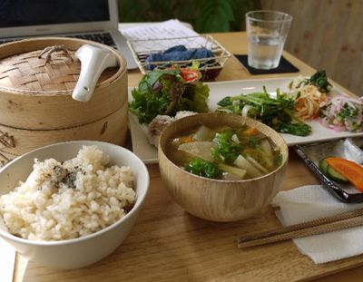 野菜中心でバランスの良い食事