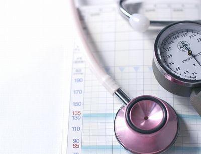 血圧計と記録票