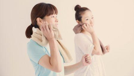 産褥期後の爽やかな汗をかくママ