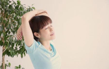 体操をしている妊婦さん