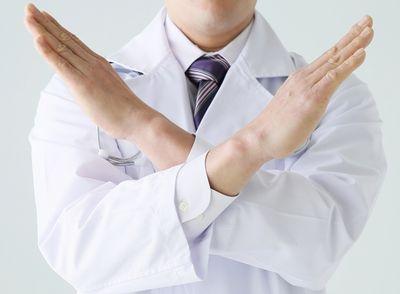 危険な状態であることを示唆する産婦人科医のイメージ写真