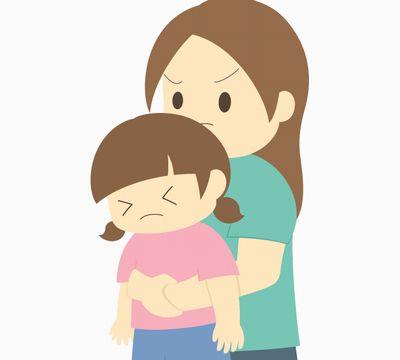 誤飲してしまった子供を抱えて吐き出させるママのイラストイメージ