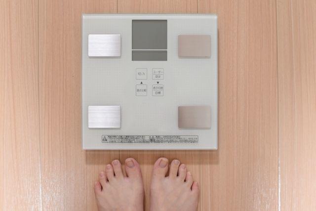 太ったのを気にして体重計に乗れないママさん