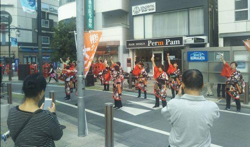 熊谷駅前でのイベントにて踊り
