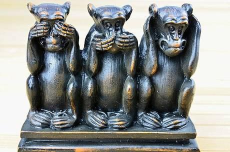 パルプフィクションのテーマ曲ミザルーにかけて見猿、言わ猿、聞か猿