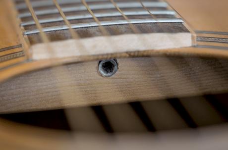 トラスロッドを使ったギターのネック調整ネック調整