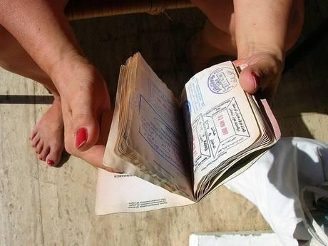 スタンプがいっぱいのパスポート