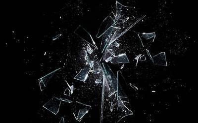 ガラスが壊れる