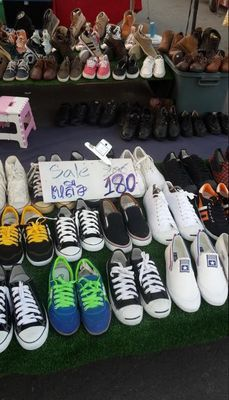 ホアヒンのナイトマーケット・パエマイマーケットの靴屋さん