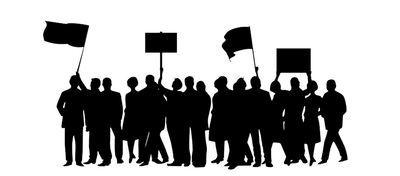 サマータイムの廃止を訴えてデモをする写真