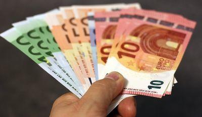 ユーロ紙幣の写真