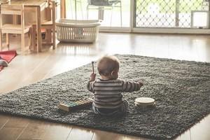 幼児が音楽を学ぶ写真