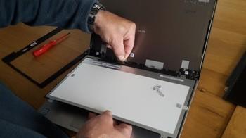 ノートパソコンの液晶画面交換方法