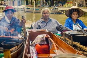 タイ、水上マーケットでの会話