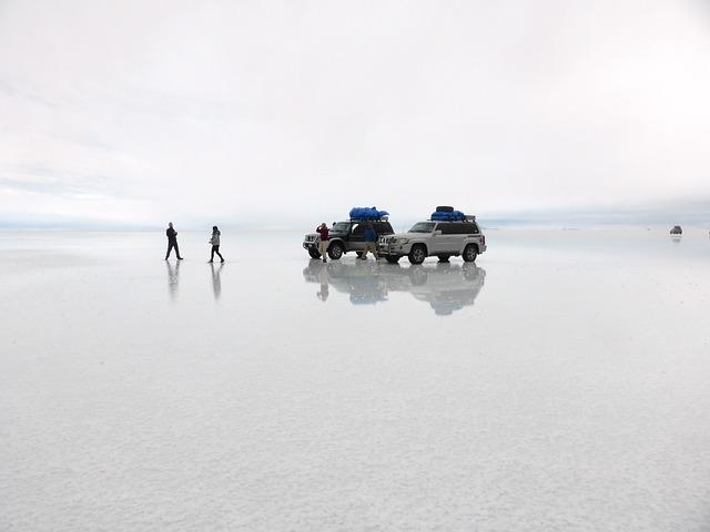 ウユニ塩湖 ボリビア アンデス イギリス 車