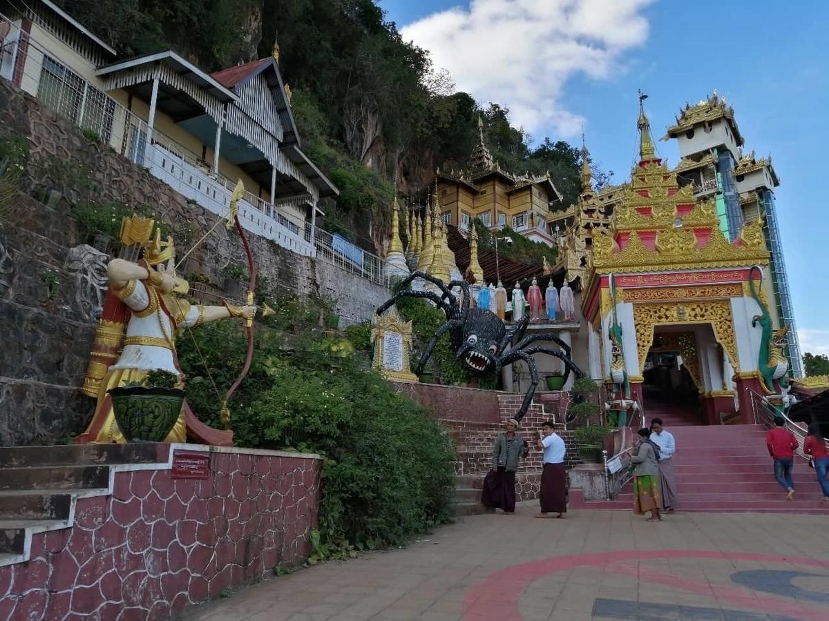 洞窟パゴダの入り口の写真