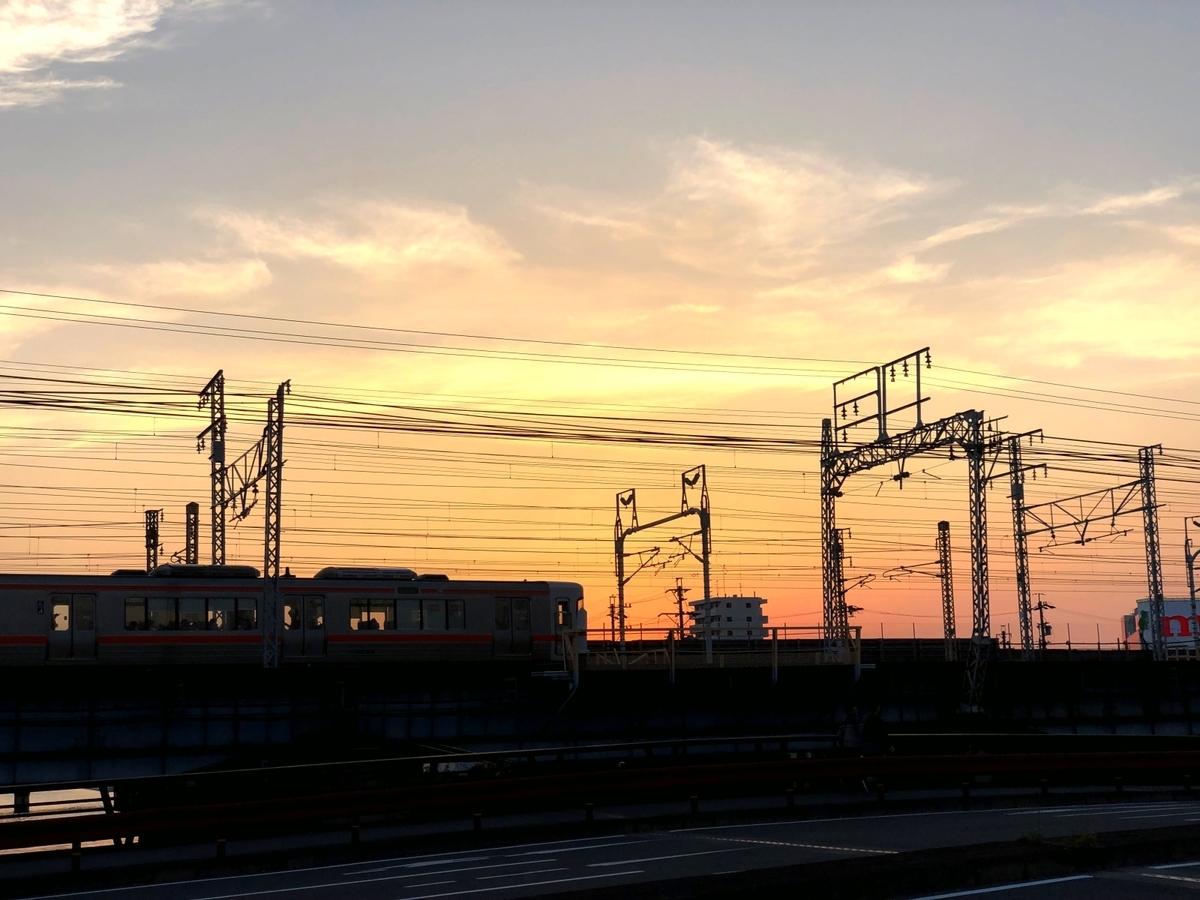 夕焼けのエモい風景イメージ