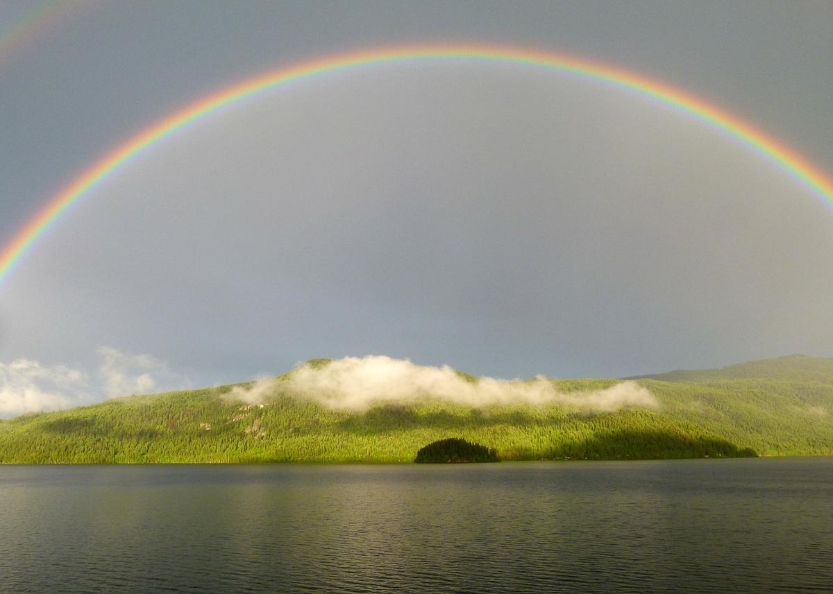 虹がかかった心のイメージ