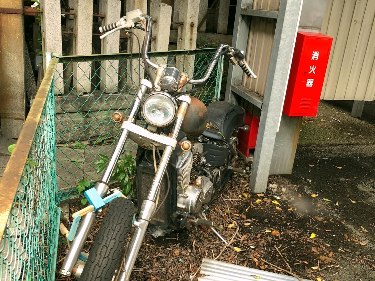 忘れられたバイクのイメージ