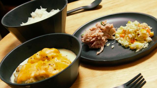 KINTO ALFRESCOの食器に料理を盛り付けた写真