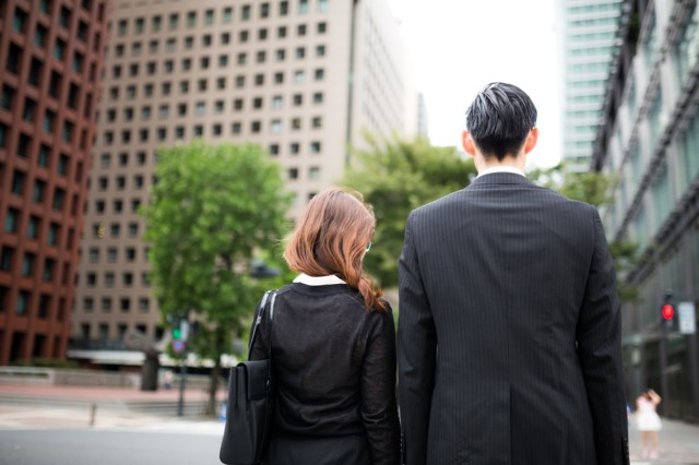 スーツ 男女 信号待ち OL ビジネスマン サラリーマン