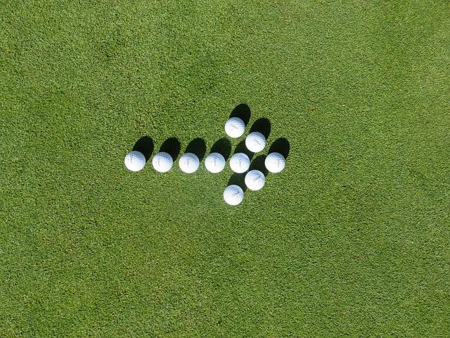 ゴルフボール 矢印 芝生 方向 右
