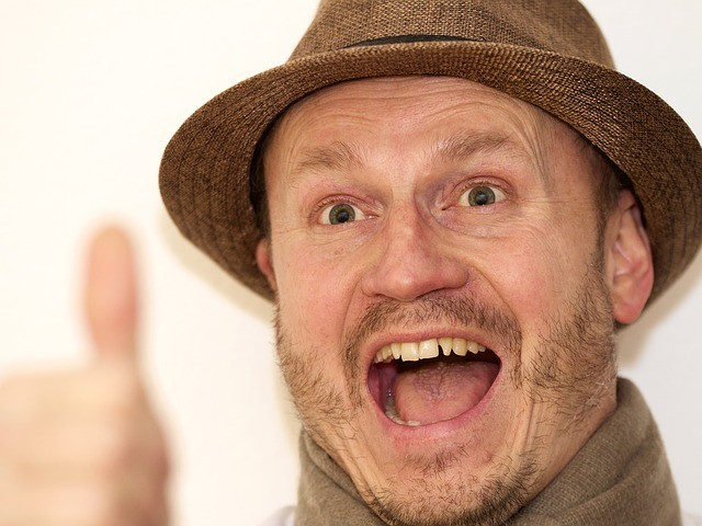 麦わら帽子 おじさん 笑顔 グッジョブ サムアップ いいね