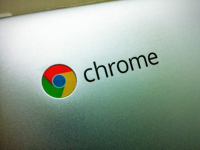 chromebook flip背面のchromeロゴ接写