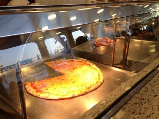ダイヤモンド・プリンセス船内ビュッフェのピザ