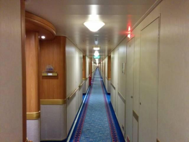 客室前の廊下