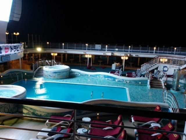 ダイヤモンド・プリンセスの船内プール