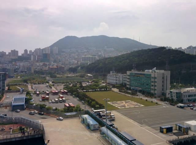 ダイヤモンド・プリンセス船内から見た釜山港