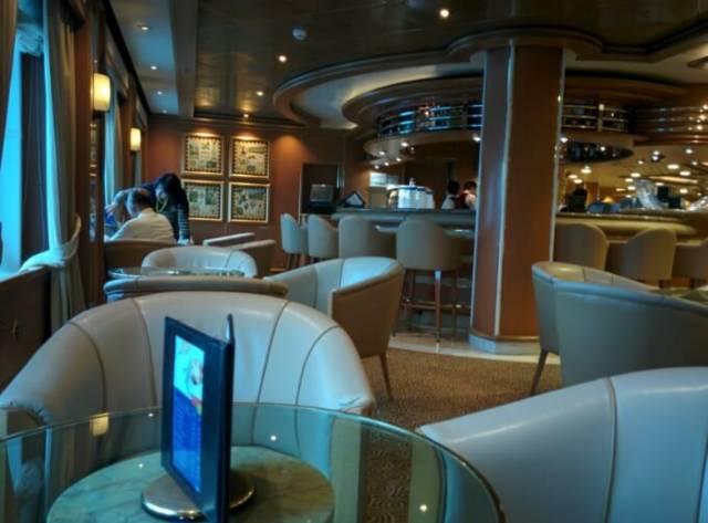 ダイヤモンド・プリンセス船内、アトリウム横のコーヒースペース