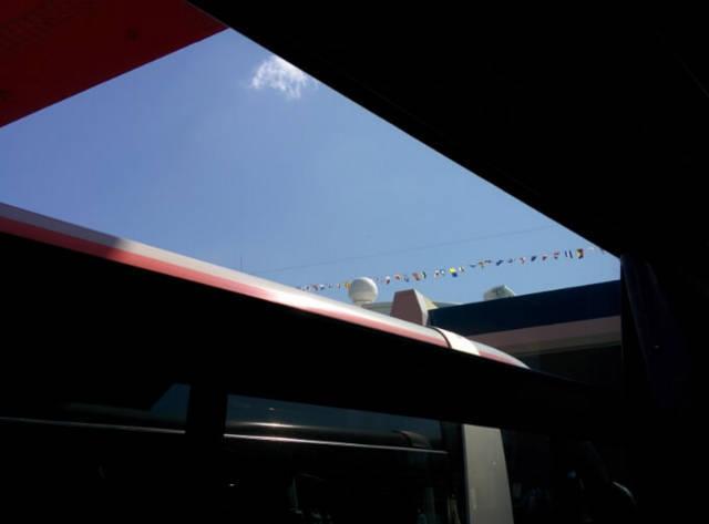 神戸港から新神戸駅へのバスの中から見えたダイヤモンド・プリンセス