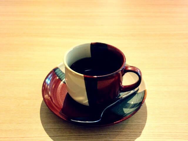 陶器に入ったコーヒー