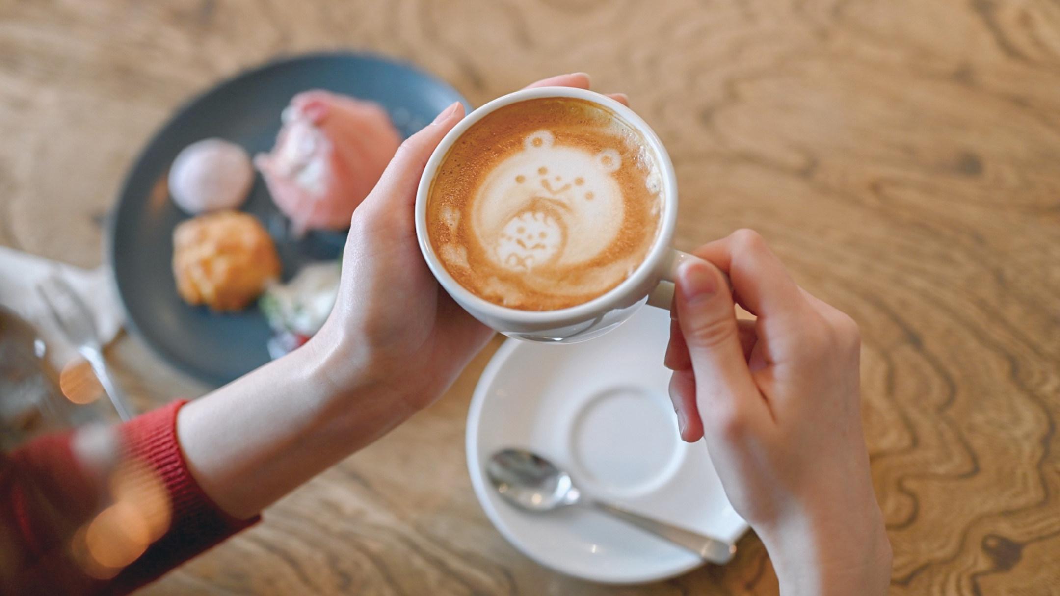 ほっこり癒やされながら写真作品とじっくり向き合える―隠れ家カフェ「MOVE CAFE」