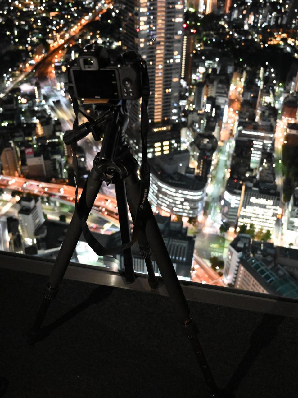 夜にしか撮れない写真がある!街・光跡・自然・室内・人・工場を魅力的に写す秘訣