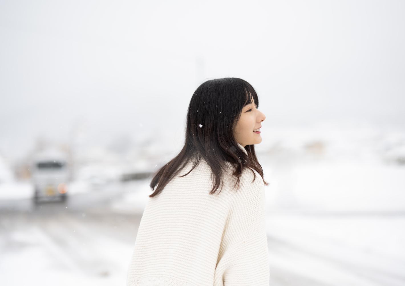 雪ポートレート撮影の基本と表現のコツ – 雪が創る別世界で物語のある写真を撮ろう!
