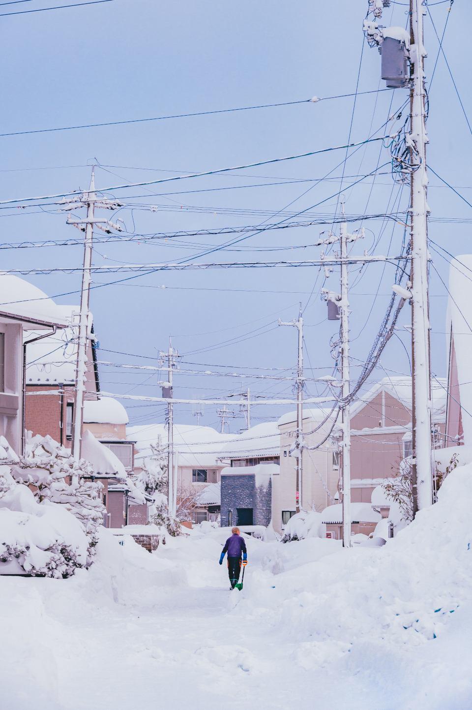 雪がつくるアニメのワンシーンのような冬景色 - 日本の四季を届けるフォトレター by Akine Coco