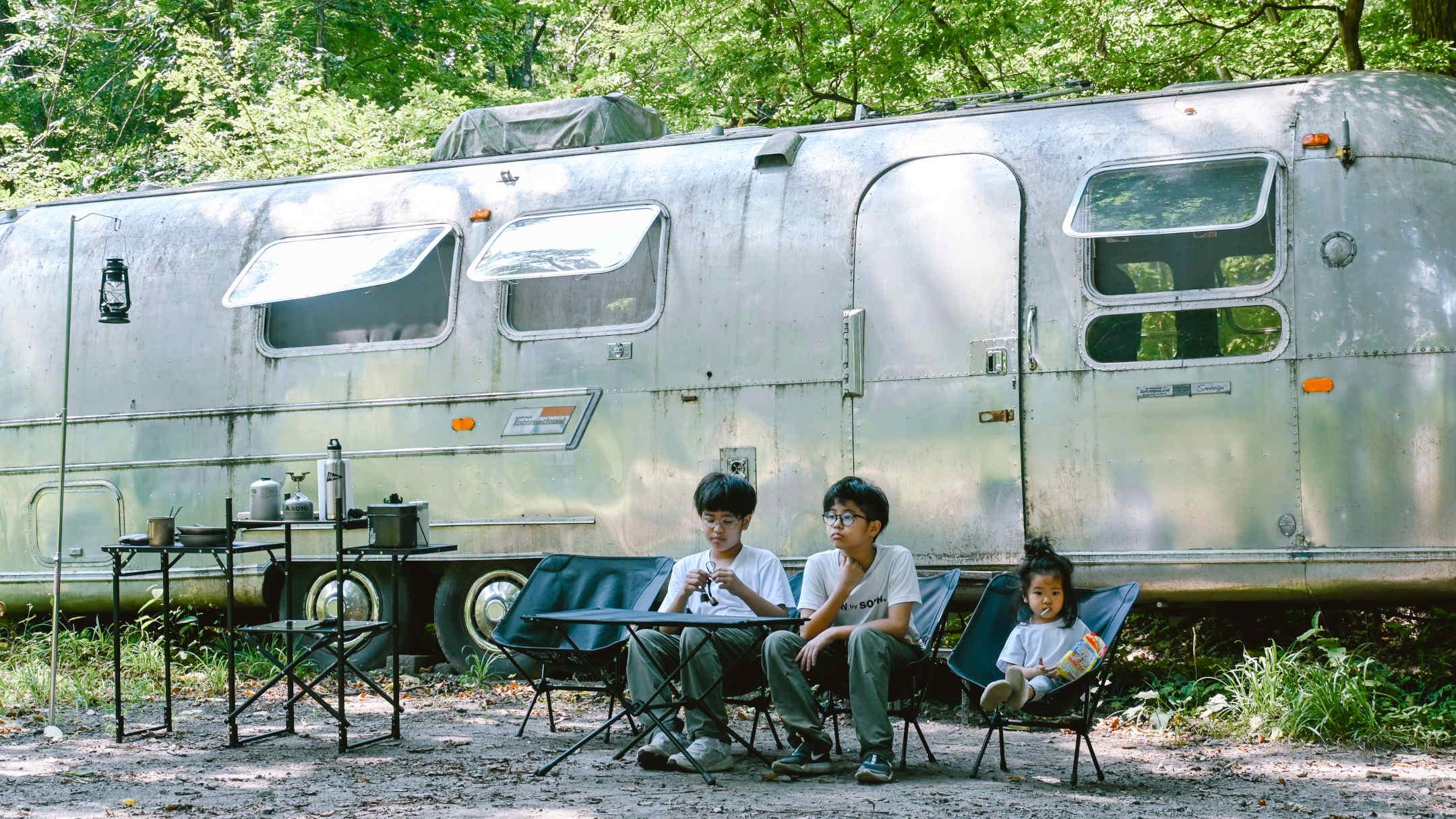 【グランピング】家族写真の残し方 –トレーラーハウスでグランピング体験