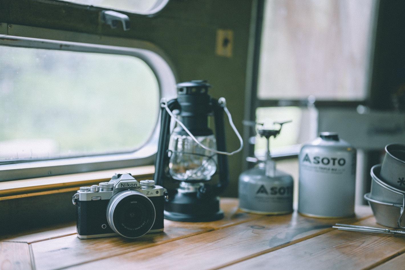 キャンプ好きフォトグラファーが教える家族写真の残し方 – Z fcを手にトレーラーハウスでグランピング体験