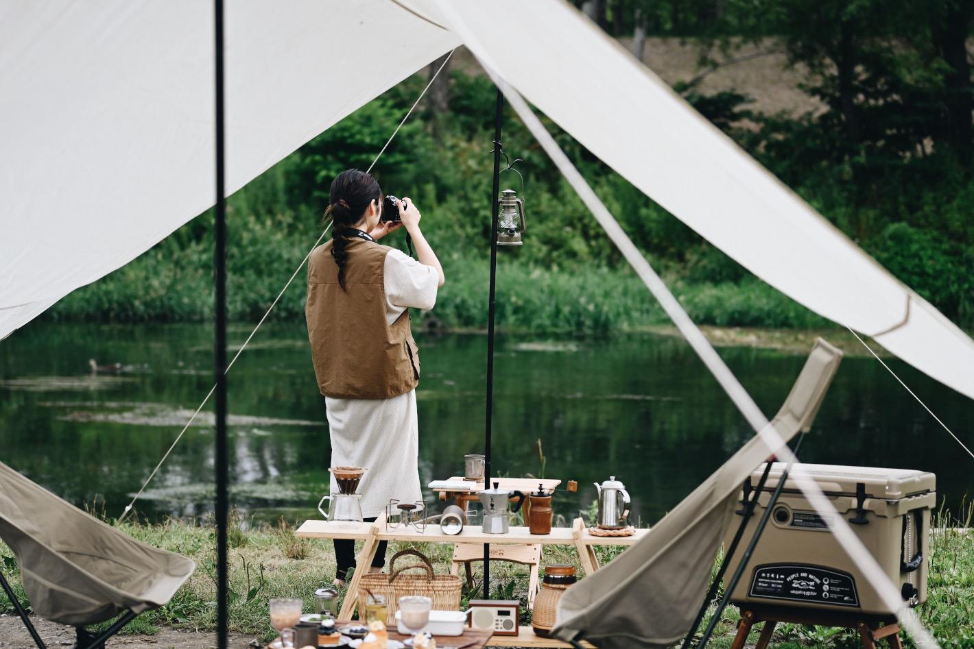 デイキャンプ撮影のススメ – キャンプ好きのデザイナーに学ぶ雰囲気を伝える撮影のコツと愛用ギア