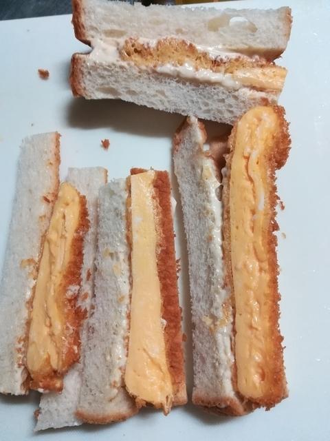 切り落としたパンのみみ