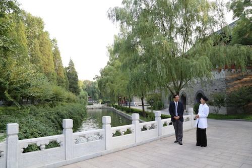 釣魚台の美しい庭園を見学/日本道観の道教交流