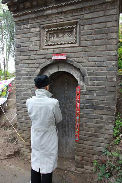 許昌市北部・東漢時代の有名な医学者華佗のお墓/日本道観の道教交流