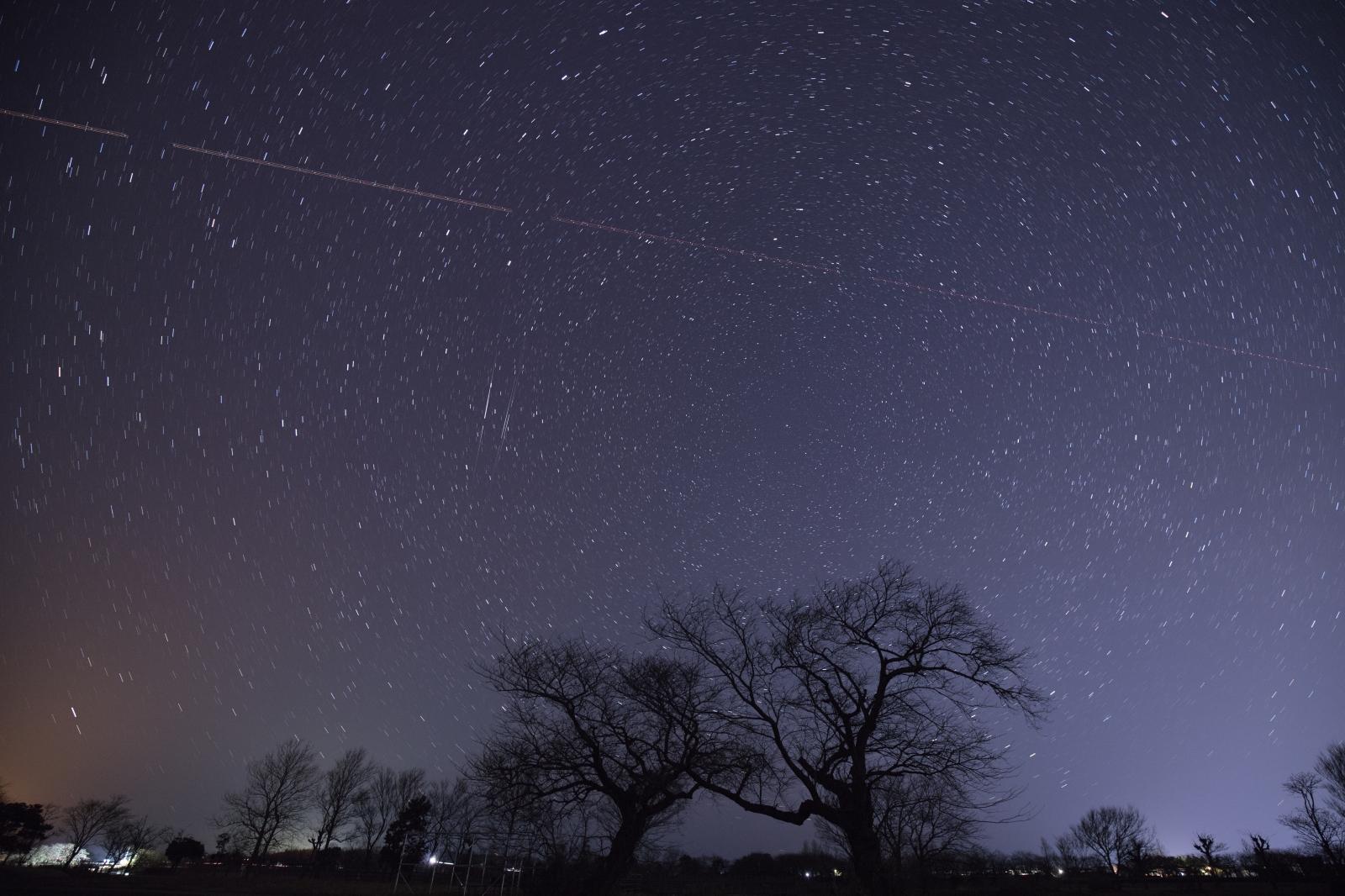 上堰潟公園 飛行機の光跡