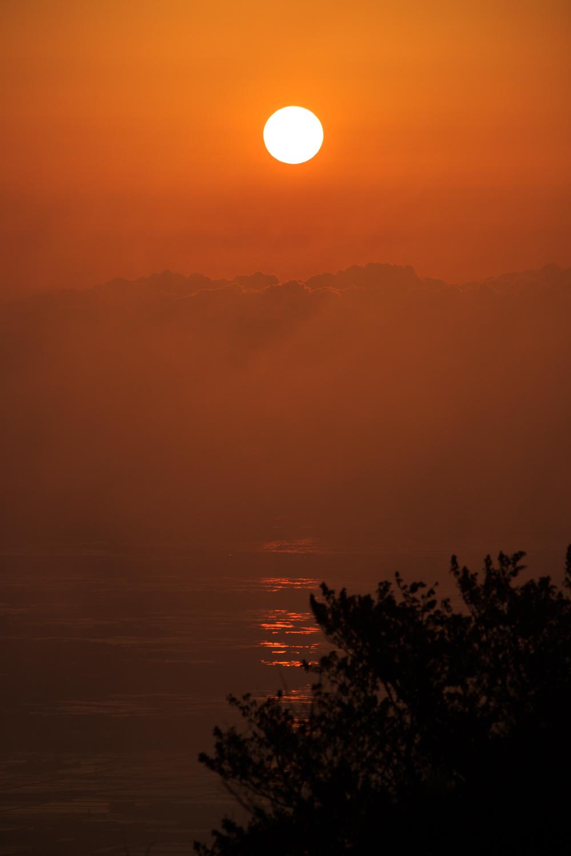 日の出 弥彦山