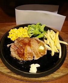 リブアイステーキの写真