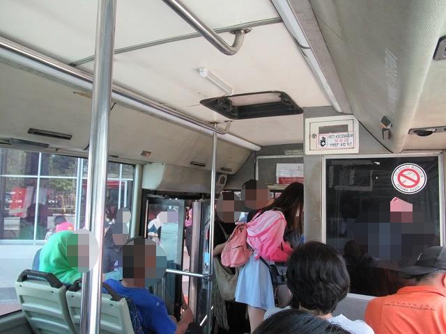 マラッカ 路線バス 車内