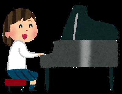 合唱コンクールの伴奏を弾く女の子